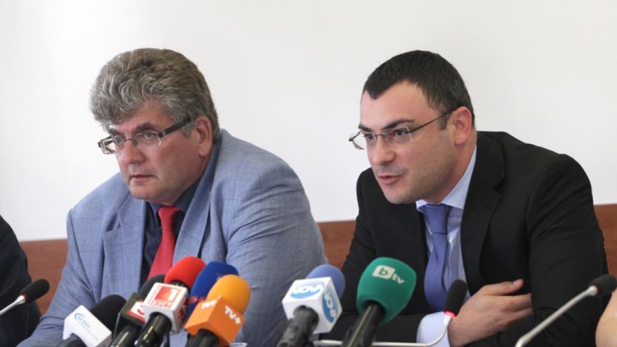 Боян Боев (д) и Еленко Божков