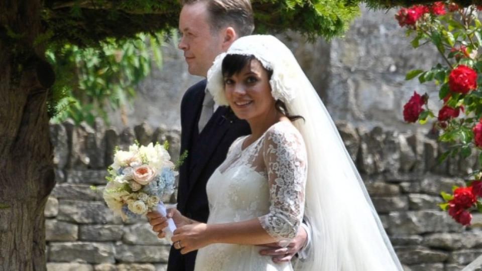 Лили Алън и съпругът й Сам Купър по време на сватбената им церемония през юни 2011-та