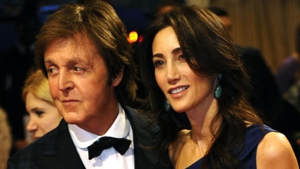 Пол и Нанси изглеждат щастливи, нали?