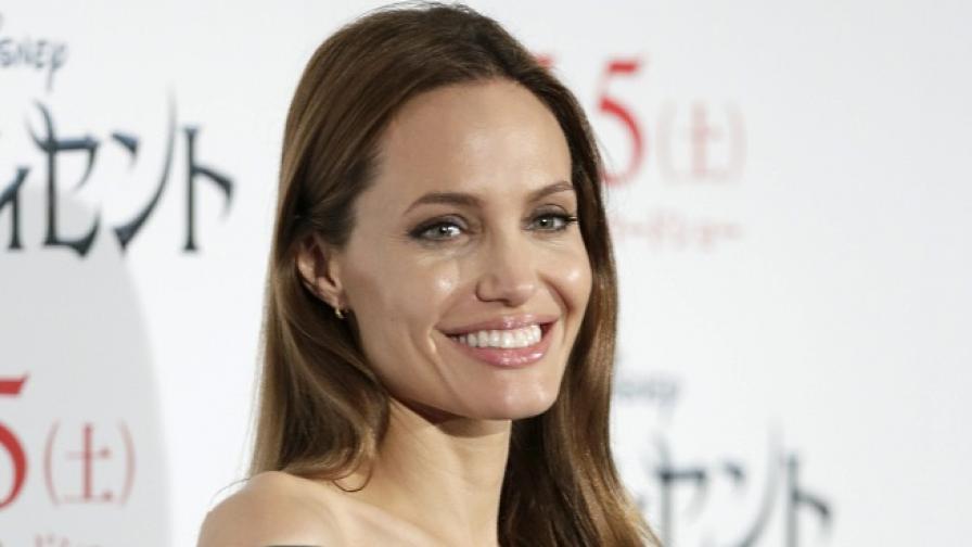 Анджелина Джоли иска да е по-добра съпруга
