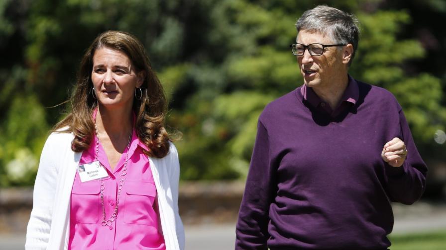 Индия удостои с гражданско отличие Бил Гейтс и съпругата му