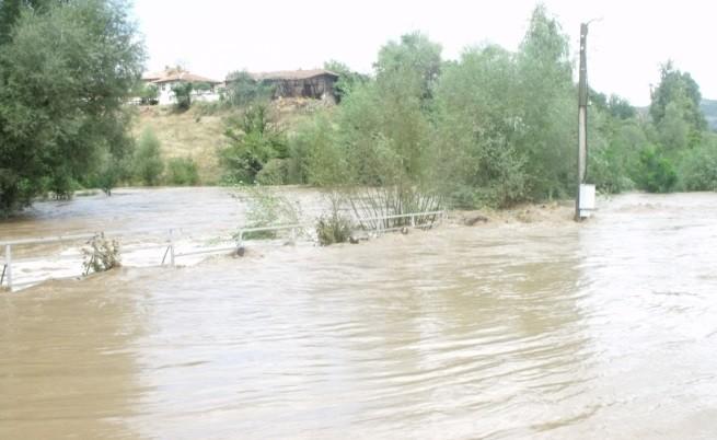 Отново наводнения след проливни дъждове