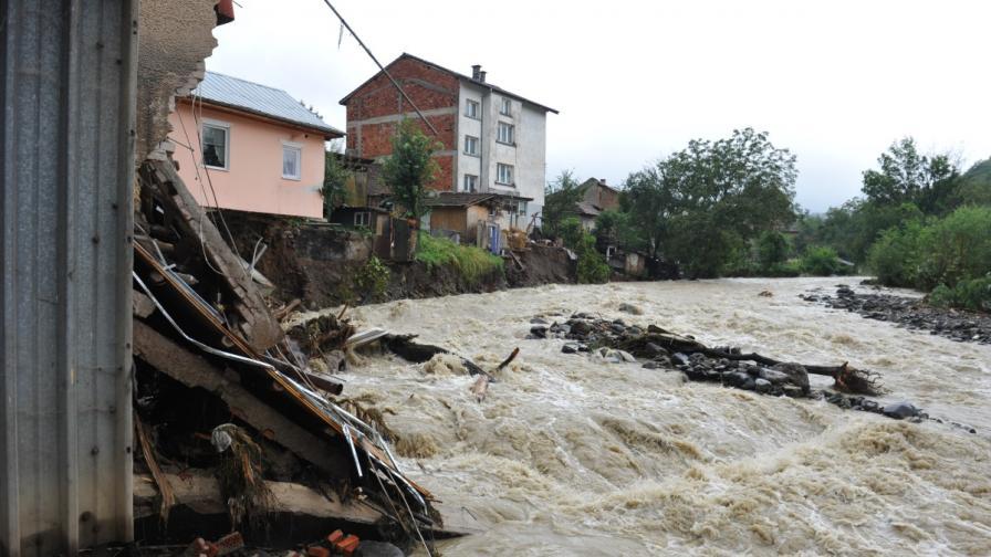 Броят на засегнатите от наводнения ще се утрои