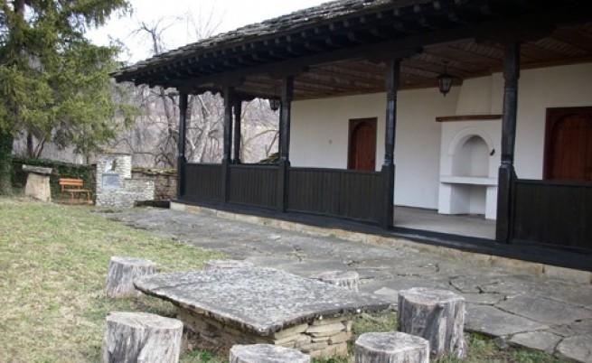 В село Гумощник вече 185 години съществува килийно училище