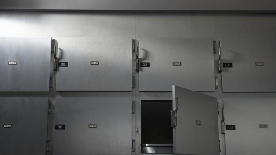 Агенции обвиняват санитар в търговия с починали хора