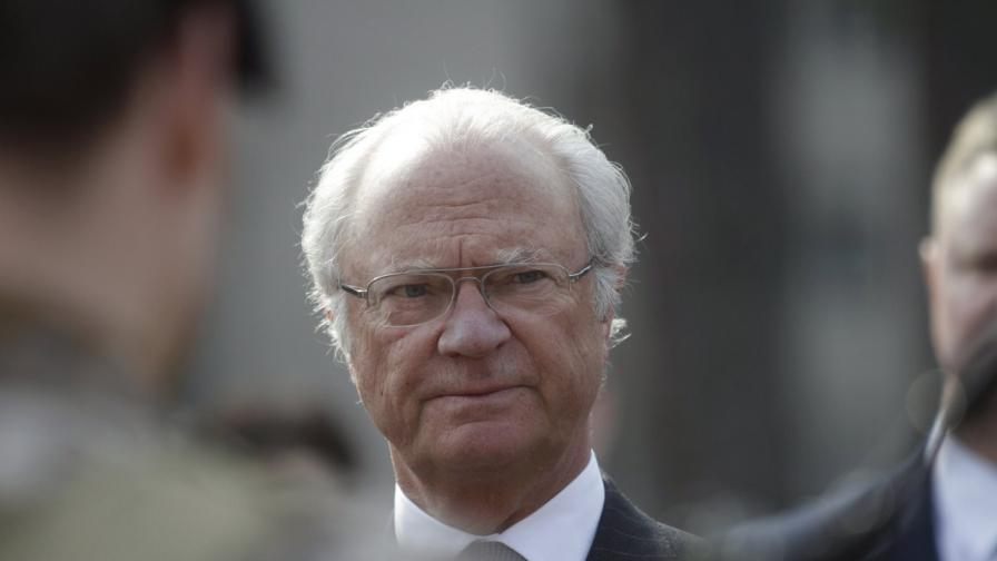 Шведският крал катастрофира, но остана невредим