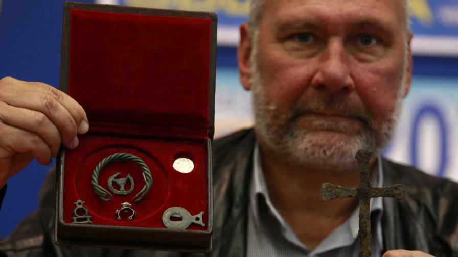 На пресконференция проф. Николай Овчаров показа нови находки от Перперикон