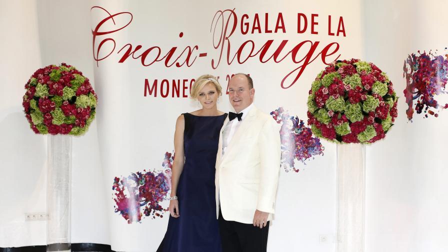 Принц Албер и съпругата му очакват близнаци