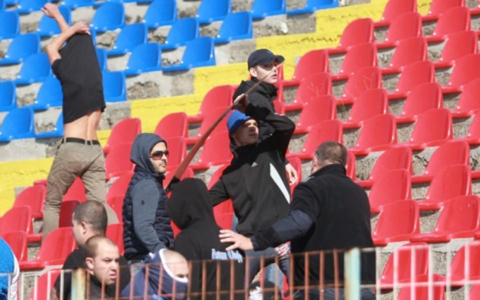 Марек спря Левски с хикс в мач с инциденти и 2 дузпи