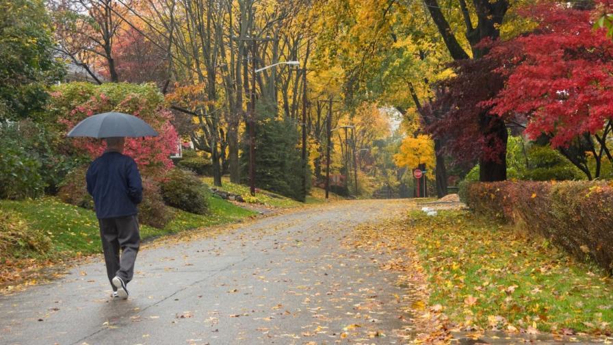 Облаци, дъжд и студ в цялата страна, започва есента