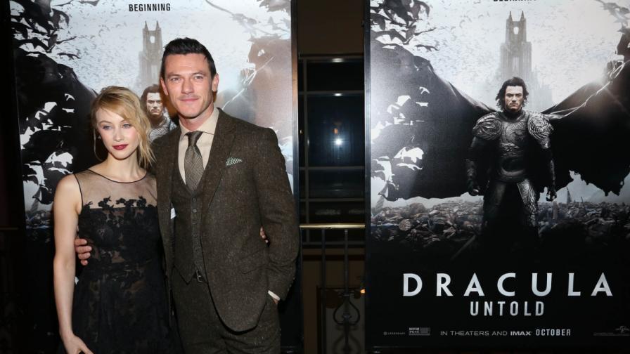 Сара Гедон и Люк Евънс на Ню Йоркската премиера на Дракула: Неразказан