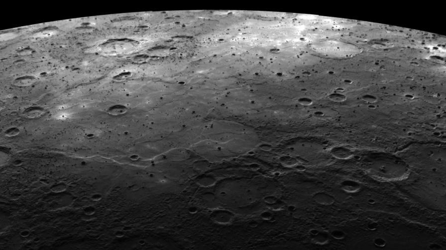 Откриха скрит воден лед на Меркурий