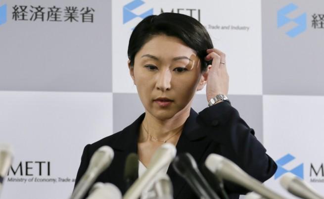 Япония: Двама видни министри подадоха оставки, защото подкупвали избиратели с подаръци