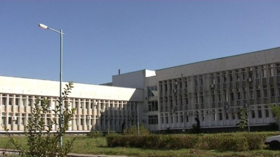 Свалиха самоубиец от покрива на поликлиника в Пловдив