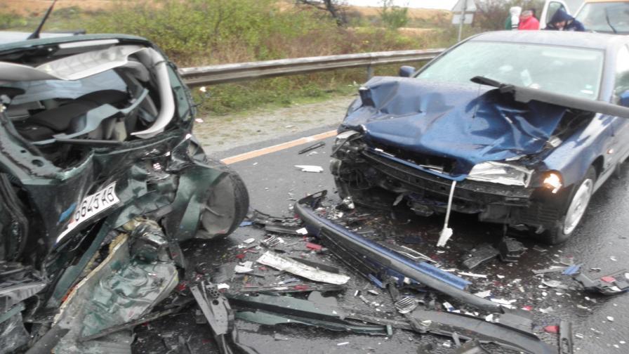 Седем души пострадаха в катастрофа край Благоевград