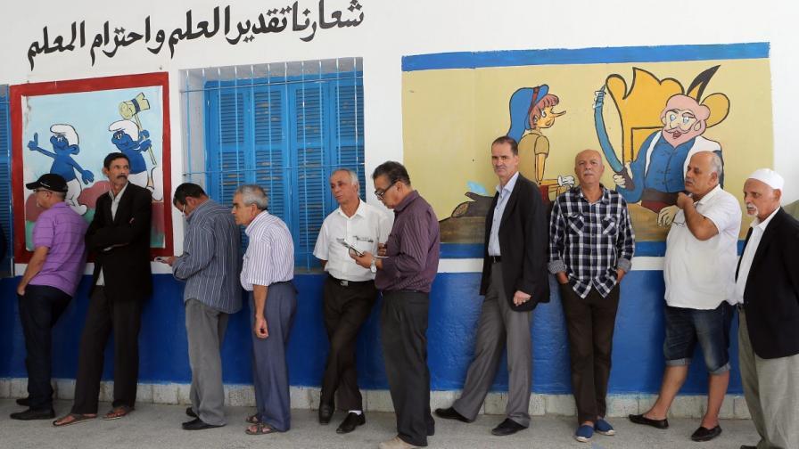 Изборите променят политическия баланс в Тунис