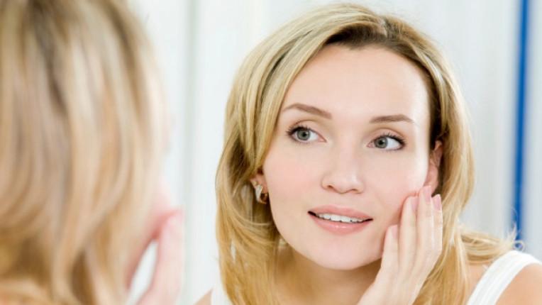 лице жена огледало