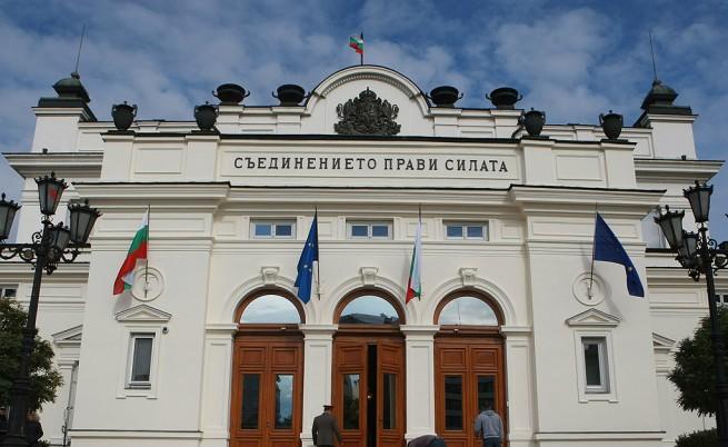 Народното събрание се отказа да спасява КТБ