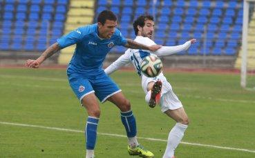 Левски ще бори румънци и гърци за защитник