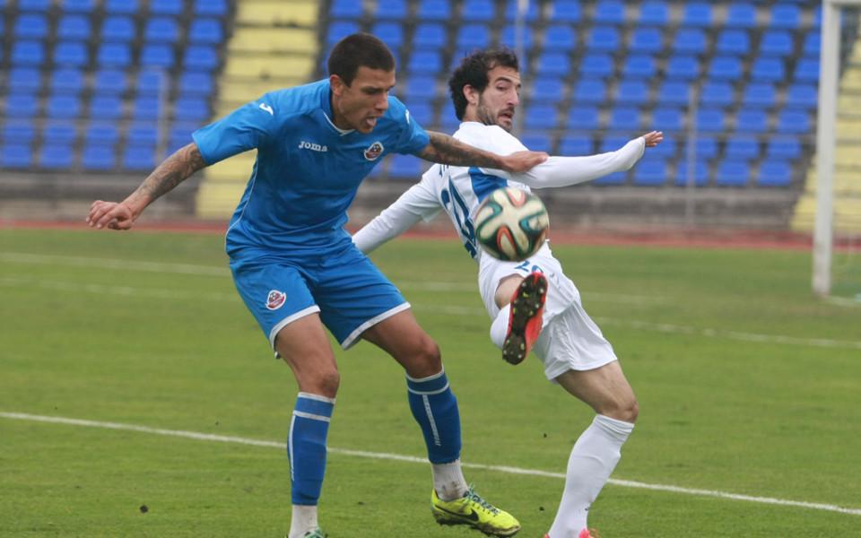Гръцки и румънски тимове проявяват интерес към юношата на Левски