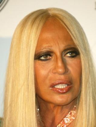 На 59 г.: Донатела Версаче шокира с кожа като от восък..