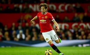 Барса с изненадващ ход към защитник на Юнайтед