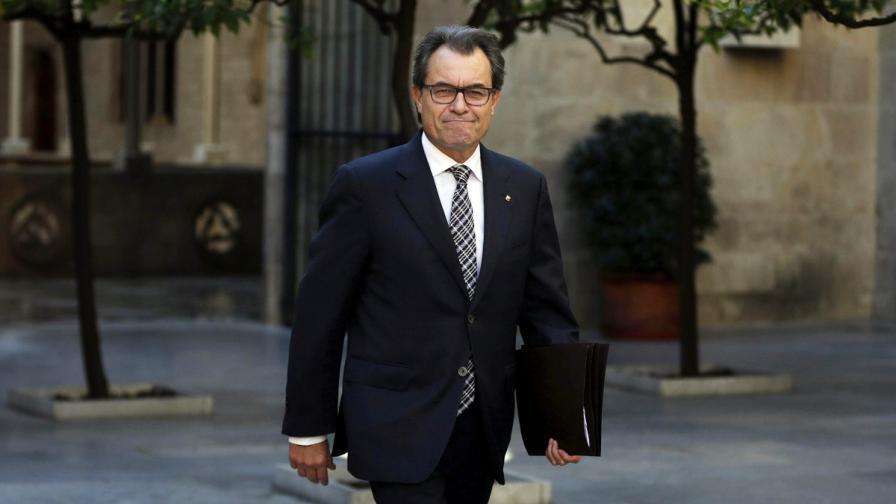 Разследват каталонския лидер заради референдума