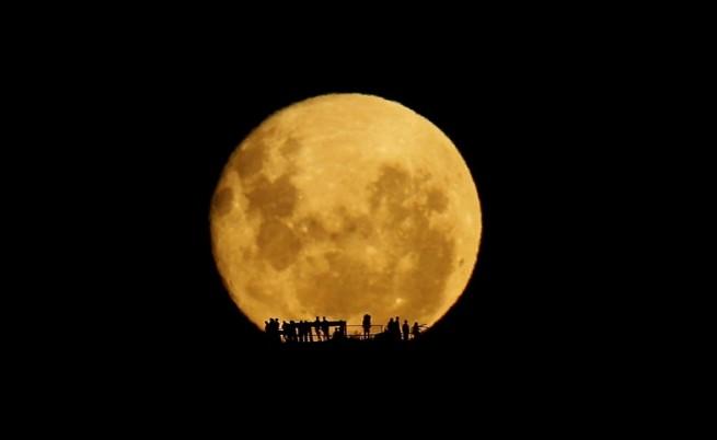 Една необикновена мисия до Луната
