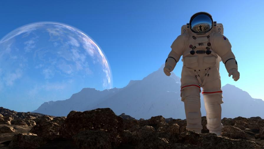 Продава се първото космическо селфи