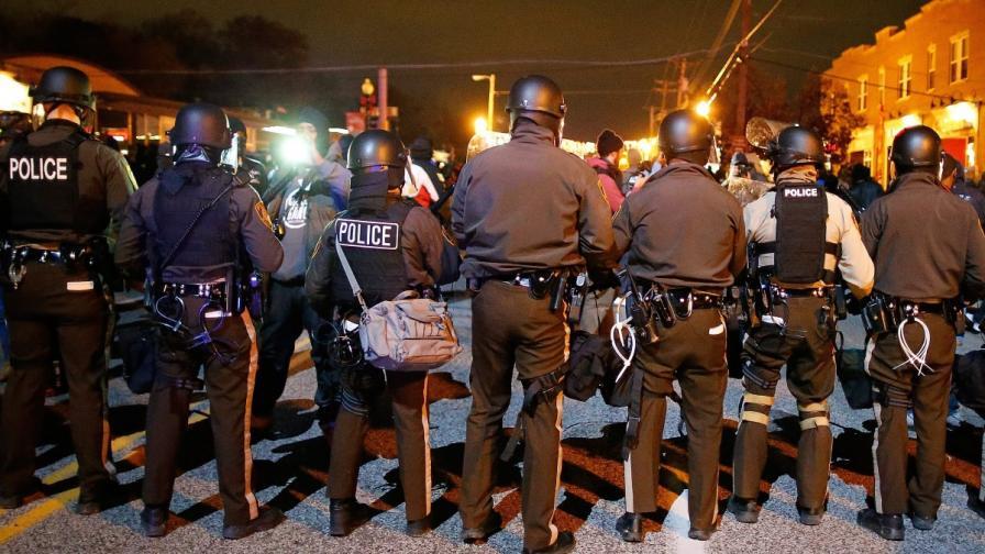 САЩ: Полицаят, застрелял чернокож младеж, няма да бъде съден