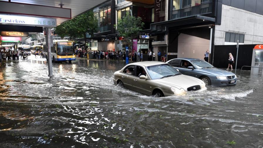 Близо 40 пострадали след силна буря в Австралия