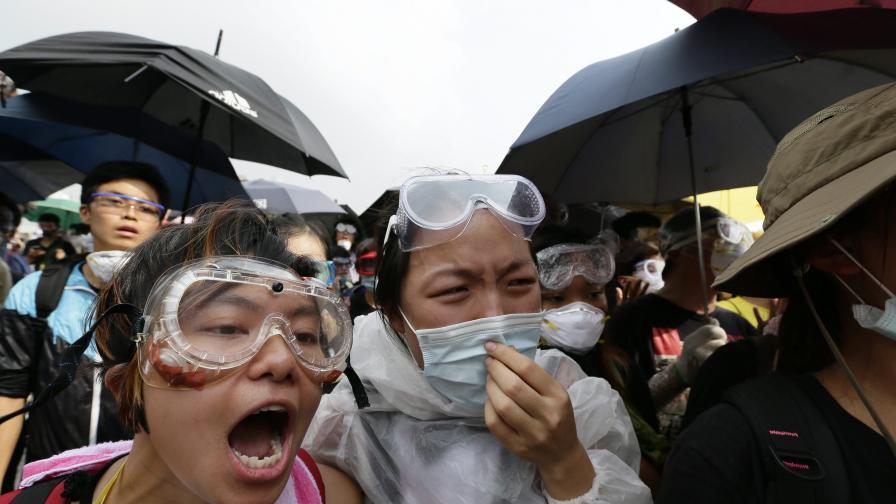 Пак сблъсъци в Хонконг, десетки арестувани