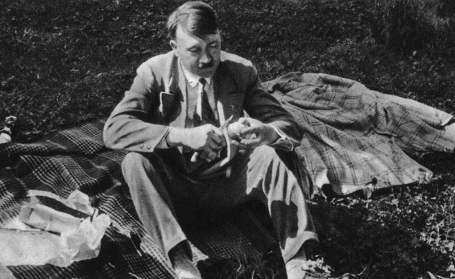 Роднина на Хитлер, осъден за педофилия