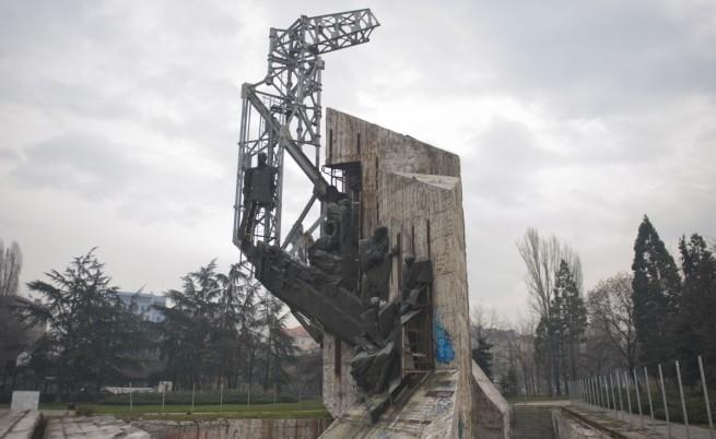 Съдът разреши местенето на паметника пред  НДК