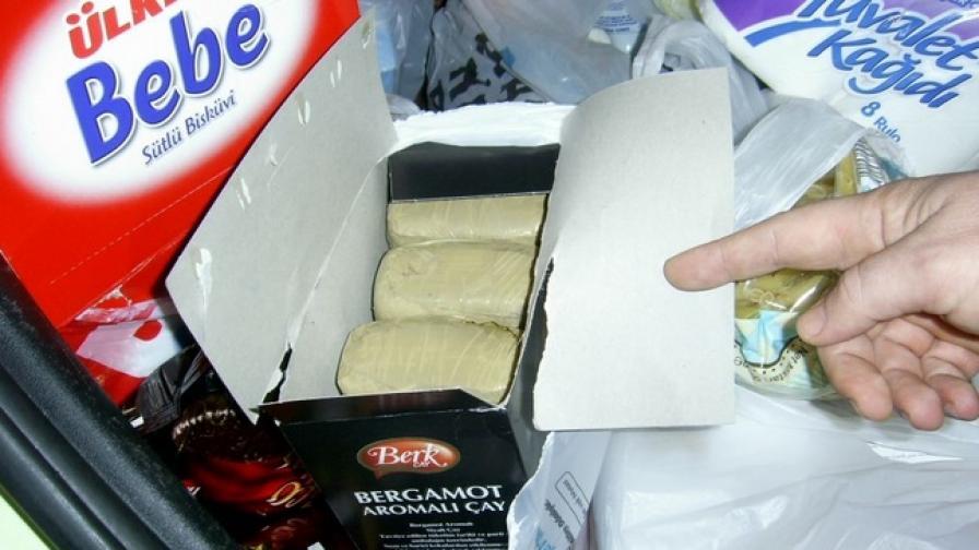 """Близо 8 кг хероин в кутии от сладки хванаха на """"Капитан Андреево"""""""