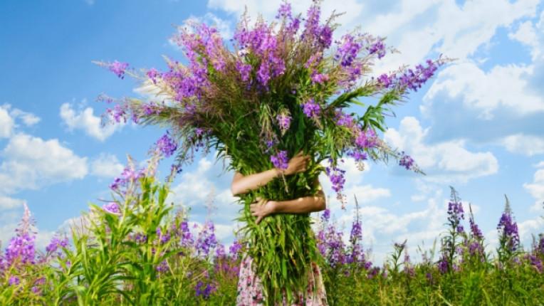 цветя букет поляна жена