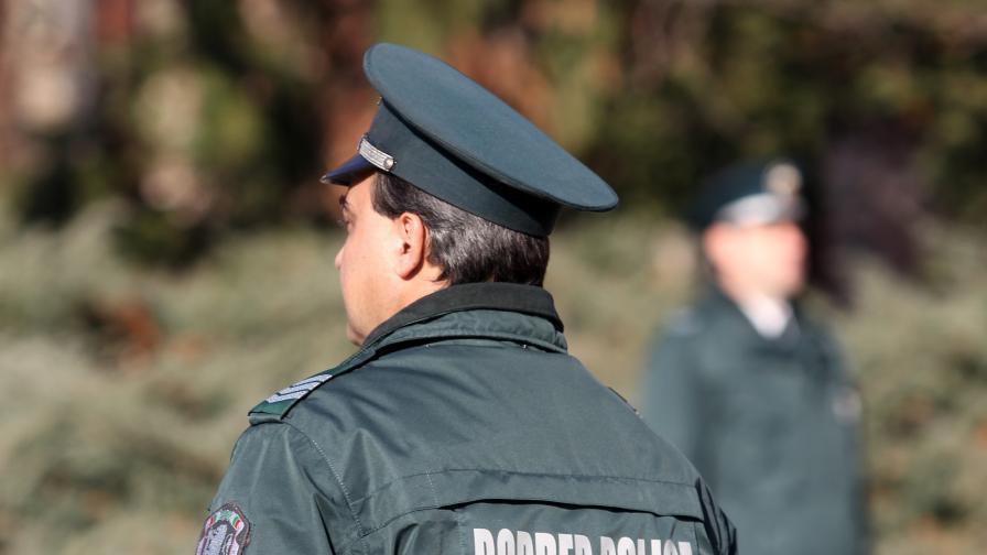 """Джип на :""""Гранична полиция"""" се обърна и се запали"""