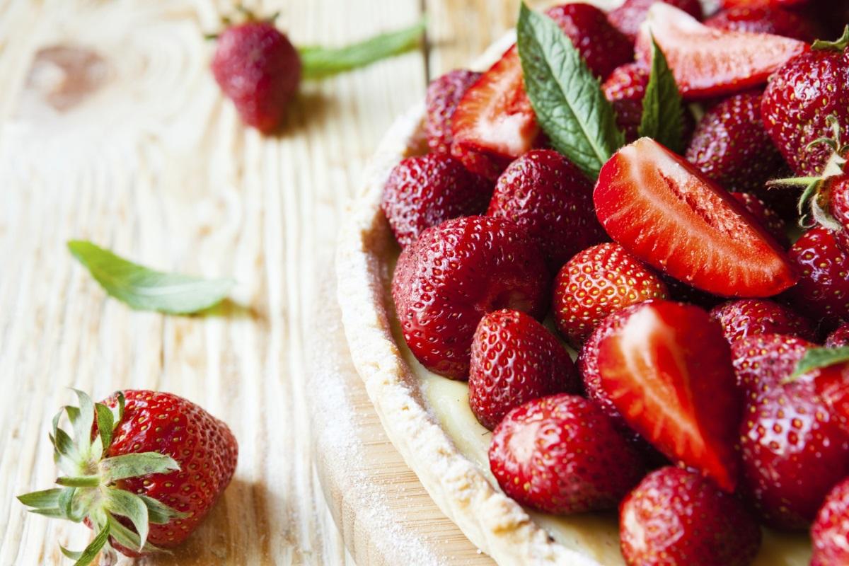 Намаляват стреса: ягодите<br /> <br /> Тези ярки плодове не са само една от най-добрите храни с високо съдържание на фибри, те са и много богати на витамин С, антиоксидант, който е доказано, че помага на хората да се справят със стресови ситуации.