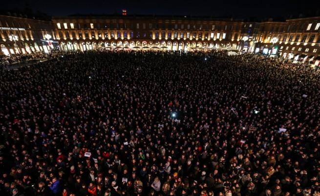 Над 35 хил. се събраха в Париж на бдение за жертвите от атентата; бдения имаше и в много други страни