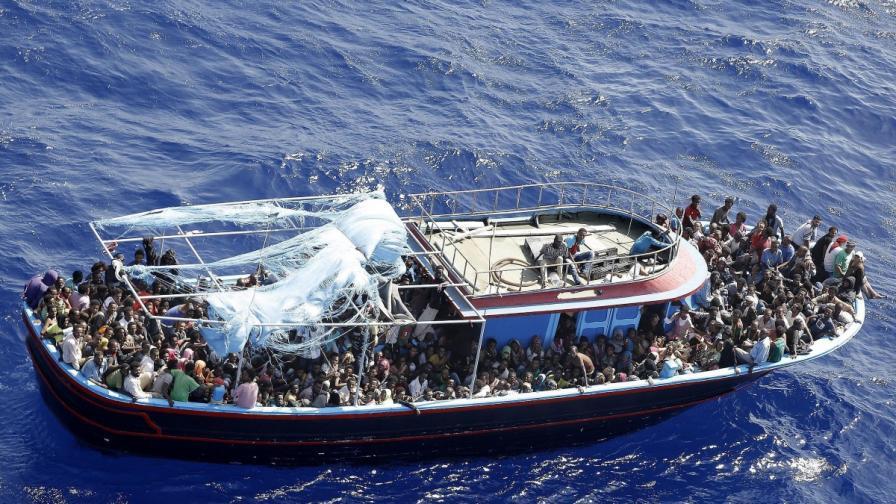 Близо 300 хил. нелегални мигранти влезли в ЕС през 2014 г.