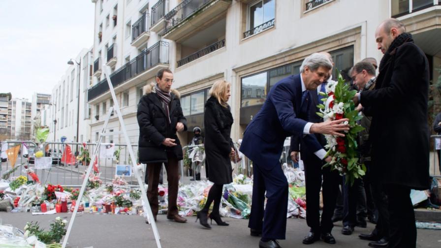 Джон Кери почете Франция след терористичните атаки