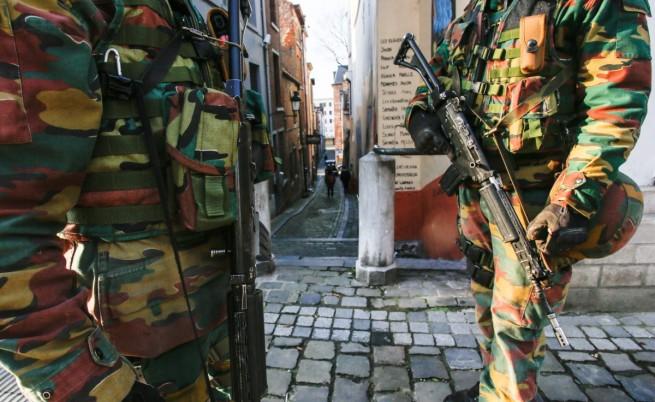 Военни излизат по улиците на Белгия