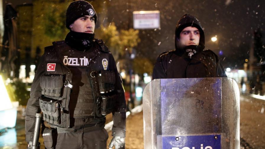 Намериха самоделни бомби в три квартала на Истанбул