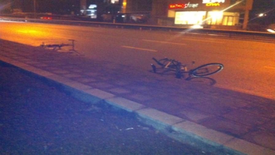 Автомобил блъсна двама колоездачи в София
