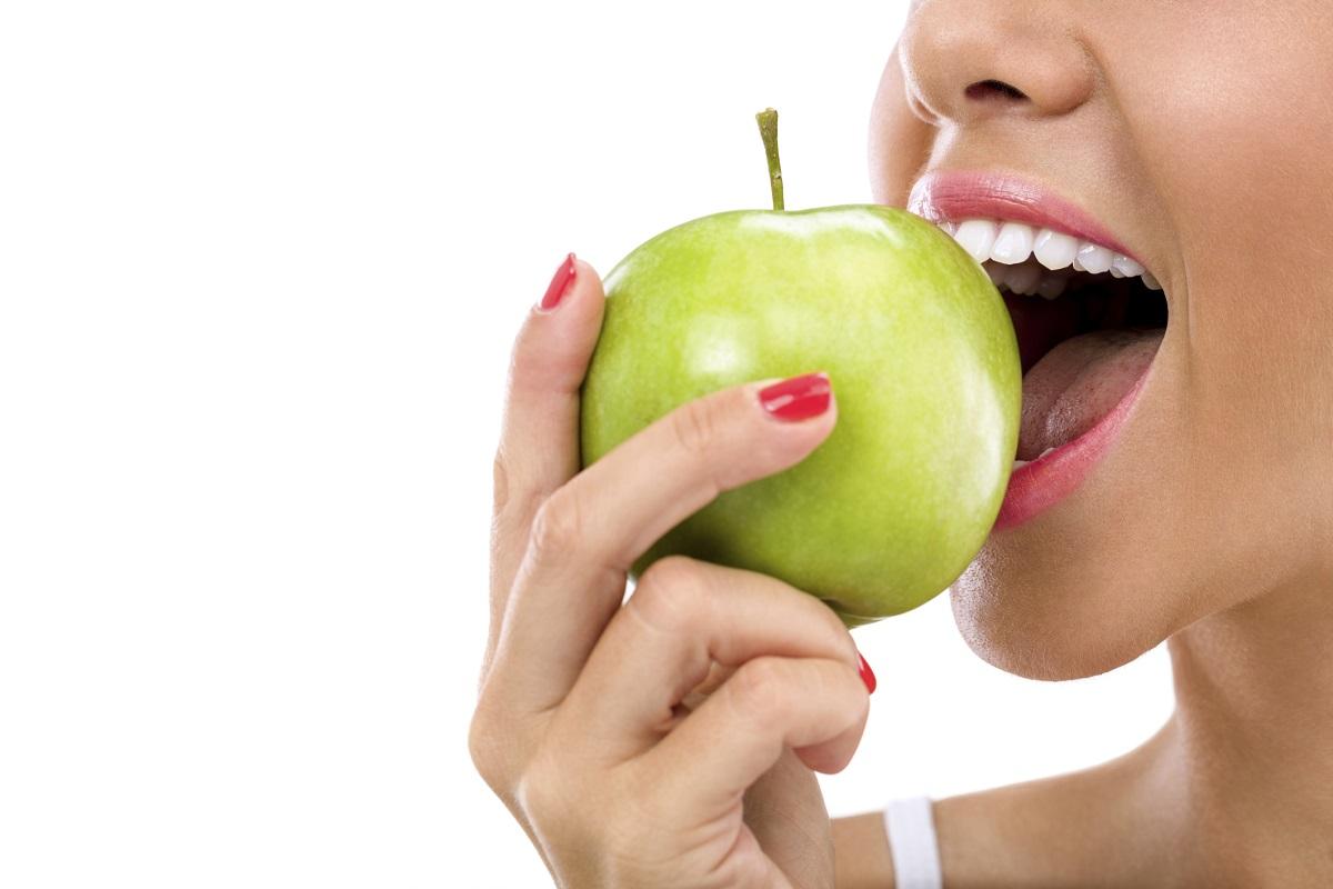 <p>Холестеролът ви ще се нормализира&nbsp;заради съдържащият се в ябълките пектин.</p>