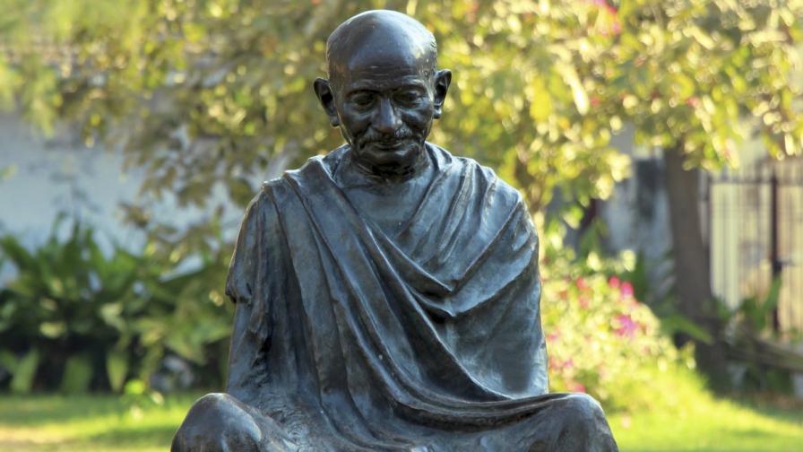 В Индия се разгневиха на бира с лика на Ганди