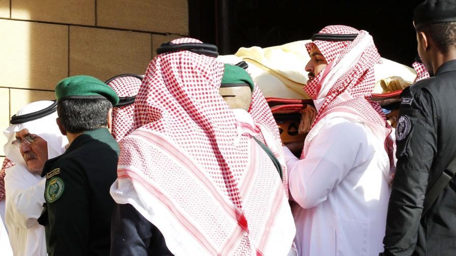 Саудитският крал получи съвсем скромно погребение
