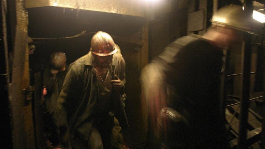 Донецк: Снаряд блокира 500 миньори под земята