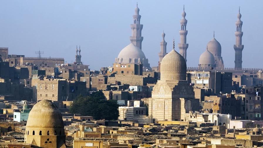 Две взривни устройства бяха открити на летището в Кайро