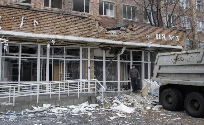 Снаряд удари болница в Донецк, има жертви